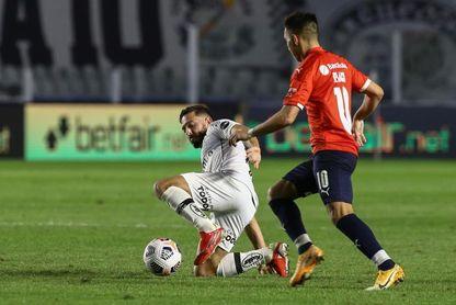 1-0. Kaio Jorge rompe la muralla de Independiente y acerca a Santos a cuartos