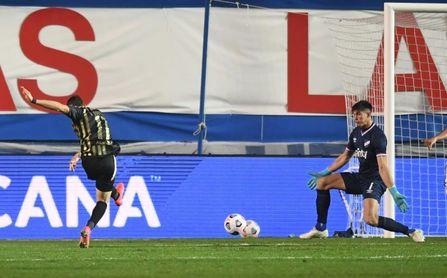 1-2. Peñarol domina de principio a fin y se lleva la victoria en el Clásico