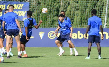 Tomás Alarcón ya es uno más en el Cádiz CF