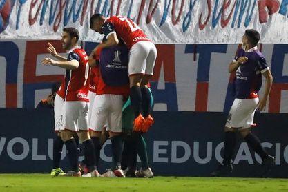 Liga de Paraguay tendrá seis partidos con publico para evaluar vuelta escalonada