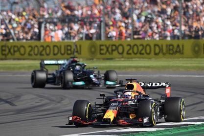 Se reanuda el Gran Premio en Silverstone tras la bandera roja por el accidente de Verstappen