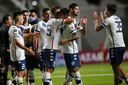 Vélez y Racing empatan, mientras que Lanús golea al Atlético Tucumán
