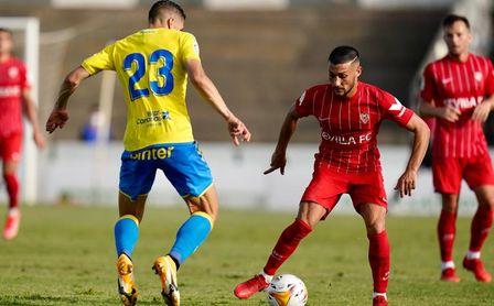 Dos jugadores de Las Palmas, aislados por covid tras jugar con el Sevilla.