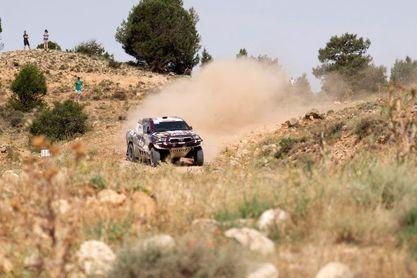 Al-Attiyah (coches) y Barreda (motos) se llevan la primera especial