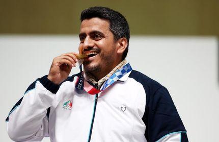 Irán logra su primer oro gracias al tirador Foroughi, de 41 años