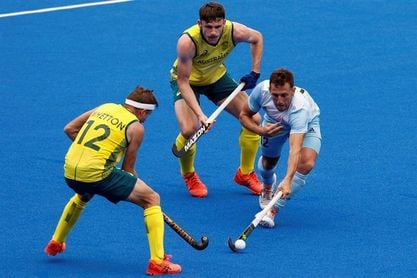 Australia golea a la campeona olímpica Argentina (2-5)