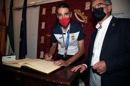 Baza rinde un miltitudinario homenaje al medallista olímpico David Valero