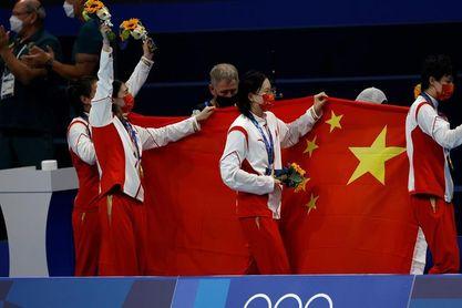 El equipo femenino de China gana el relevo 4x200 con nuevo récord del mundo
