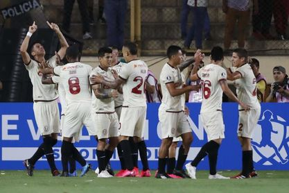 Universitario empata a Sporting Cristal con dos goles sobre el final