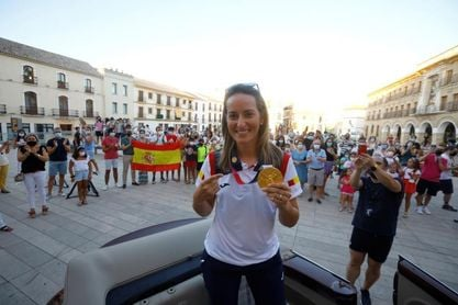 "Baena recibe a Fátima Gálvez, oro en foso mixto, como ""a su campeona"""