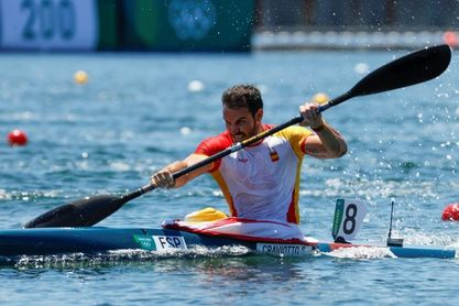 El K4 español calienta con un pase directo a semifinales con récord olímpico