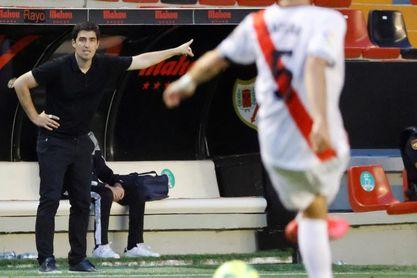 """Iraola: """"No me gustaría que nos sobrepasara el escenario frente al Sevilla"""""""