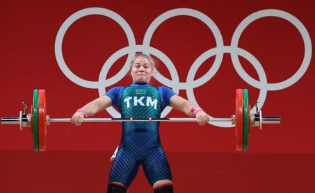 Apartamento, coche y 50.000 dólares para primera medallista olímpica turkmena