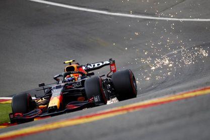 Verstappen vuela y choca en Spa; Alonso, cuarto y 'Checo' renovó con Red Bull