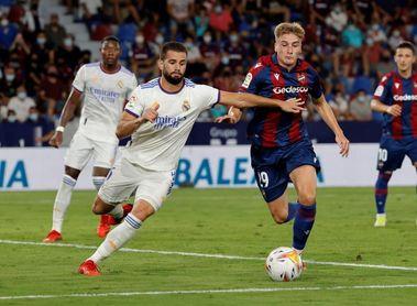 El Real Madrid se entrena con el regreso de Nacho sobre el césped