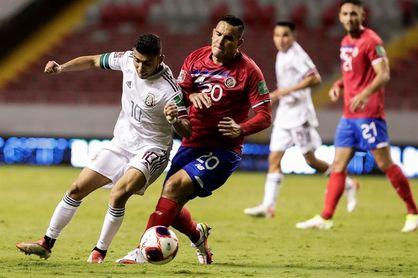 0-1 México vence a una inofensiva Costa Rica con un gol de penalti de Pineda