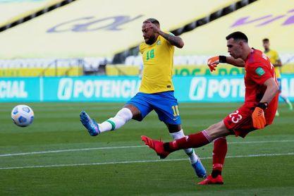 Martínez y Buendía vuelven a Aston Villa tras la suspensión del Argentina-Brasil