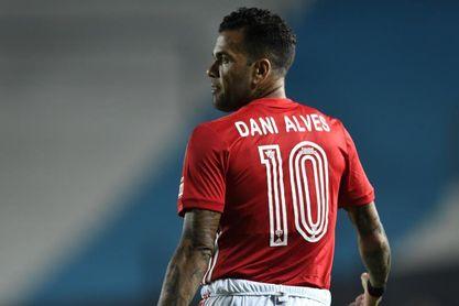 Daniel Alves condiciona su vuelta al Sao Paulo al pago de millonaria deuda