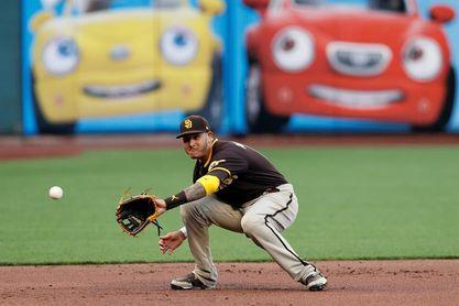 El primera base venezolano Wilmer Flores castiga con jonrón a los Cachorros