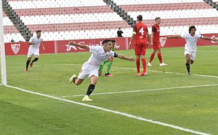El Sevilla, liderado por un estelar Carlos Álvarez, se estrena en la Youth League con un 2-0 al Salzburgo