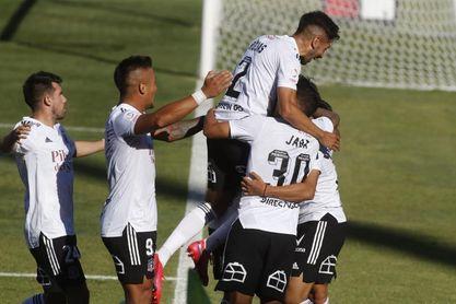 Colo Colo se consolida en la cima del torneo chileno de fútbol, tras vencer a Everton