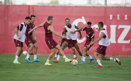 El Sevilla FC inicia con toda la plantilla la preparación del partido contra la Real Sociedad