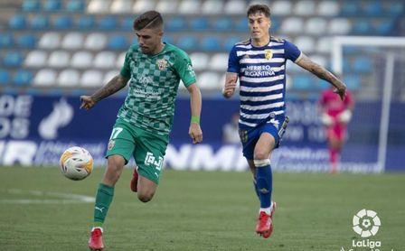 Pozo se asienta como titular y ya marca en Almería