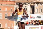 Los kenianos Kiprono y Cherono dominan el Maratón de Roma