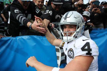17-26. Carr vuelve a ser decisivo en ataque de Raiders ante Steelers
