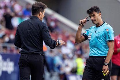 """Simeone, sobre las tarjetas por protestar: """"Tenemos que bajar esos números"""""""