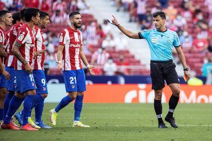 LaLiga denuncia insultos de aficionados a Gil Manzano en el Atlético-Athletic