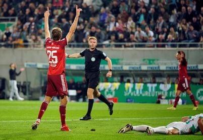 El Bayern se impone al colista (1-3) jugando con diez más de cuarenta minutos