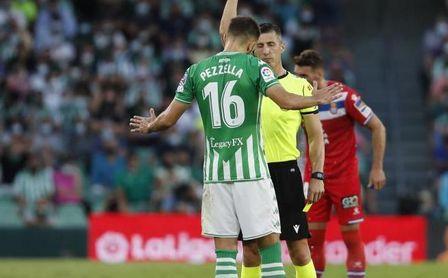 La anécdota pospartido entre Pezzella y Aleix Vidal
