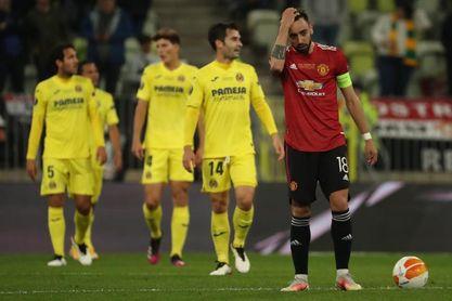 El United sale con laterales de urgencia contra el Villarreal