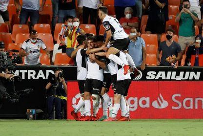 El Valencia celebra el fin del límite de aforo y activará y ampliará abonos