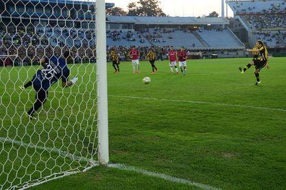 Peñarol-Montevideo Wanderers acapara la atención de la cuarta jornada del fútbol en Uruguay
