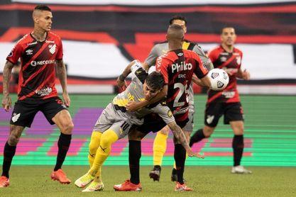 2-0. Paranaense elimina al Peñarol y se medirá en la final con Bragantino