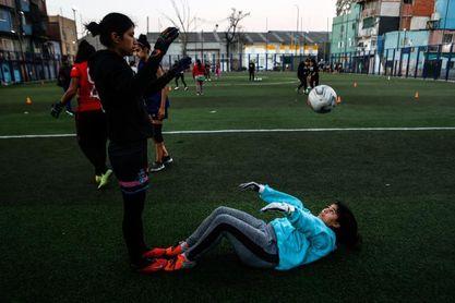 """La Nuestra, el club sin techo que """"transforma vidas"""" gracias al fútbol"""