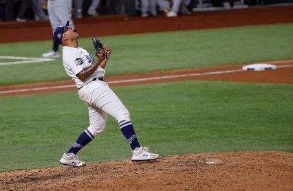8-3. Urías es campeón de triunfos en las Mayores y los Dodgers buscan el título