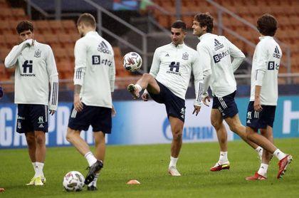 España prepara en San Siro la semifinal de la Liga de Naciones