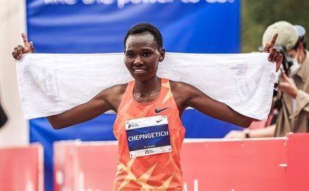 El etíope Seifu Tura y la keniana Ruth Chepngetich sorprenden en Chicago