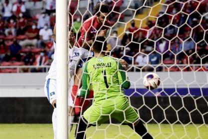 2-1. Ruiz y Borges rescatan a Costa Rica ante el combativo El Salvador