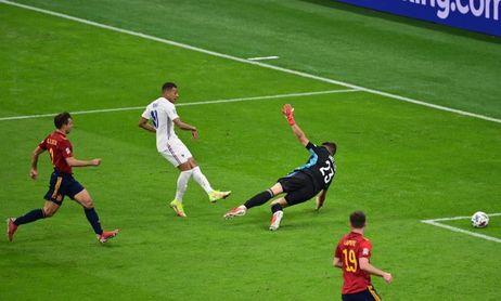 Taylor pasa a la 'leyenda negra' de España